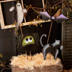 Spooky Animal Stakes